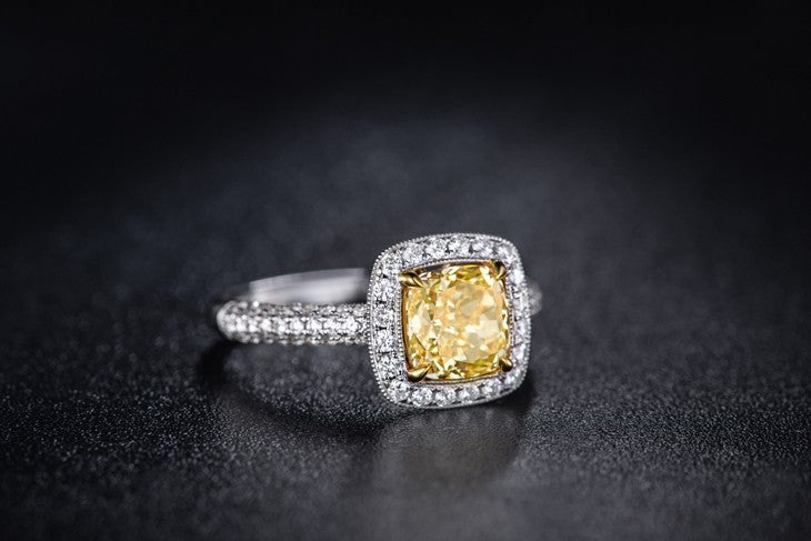 18K White Gold With Yellow Diamond Cushion Cut 0.70 ct Certified Ring