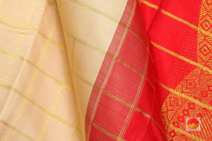 fabric texture of silk yarn in  kanjivaram silk saree