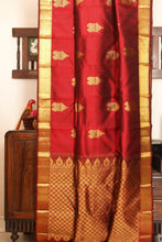Load image into Gallery viewer, Drape of body and pallu of traditional design kanjivaram silk saree