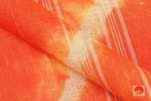 fabric detail of yarn in linen saree