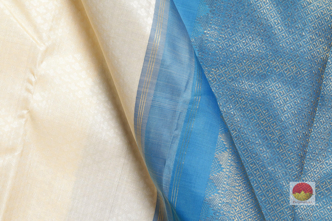 fabric detail of silk yarn in off white kanjivaram silk saree