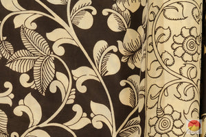 fabric detail of yarn in kalamkari silk saree
