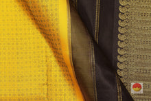 fabric detail of silk yarn in partly pallu kanjivaram silk saree