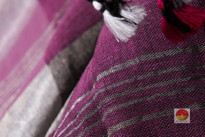 fabric texture of linen saree