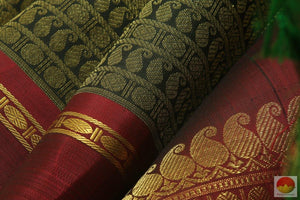 fabric texture of kanchipuram silk saree