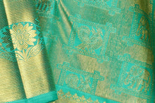 fabric detail of silk yarn in green bridal kanjivaram silk saree