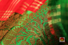 fabric texture of yarn in banarasi silk saree