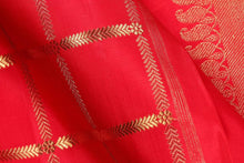 Fabric view of red silk yarn in kanjivaram silk saree