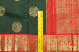 border detail of green kanjivaram pure silk saree