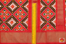 Load image into Gallery viewer, border detail of pochampally ikkat silk saree