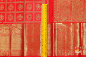 border detail of kumkuma red kanjivaram pure silk saree