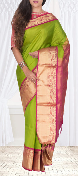 Parrot Green & Magenta Lightweight Pure Kanchipuram Sik Saree With Half Fine Zari