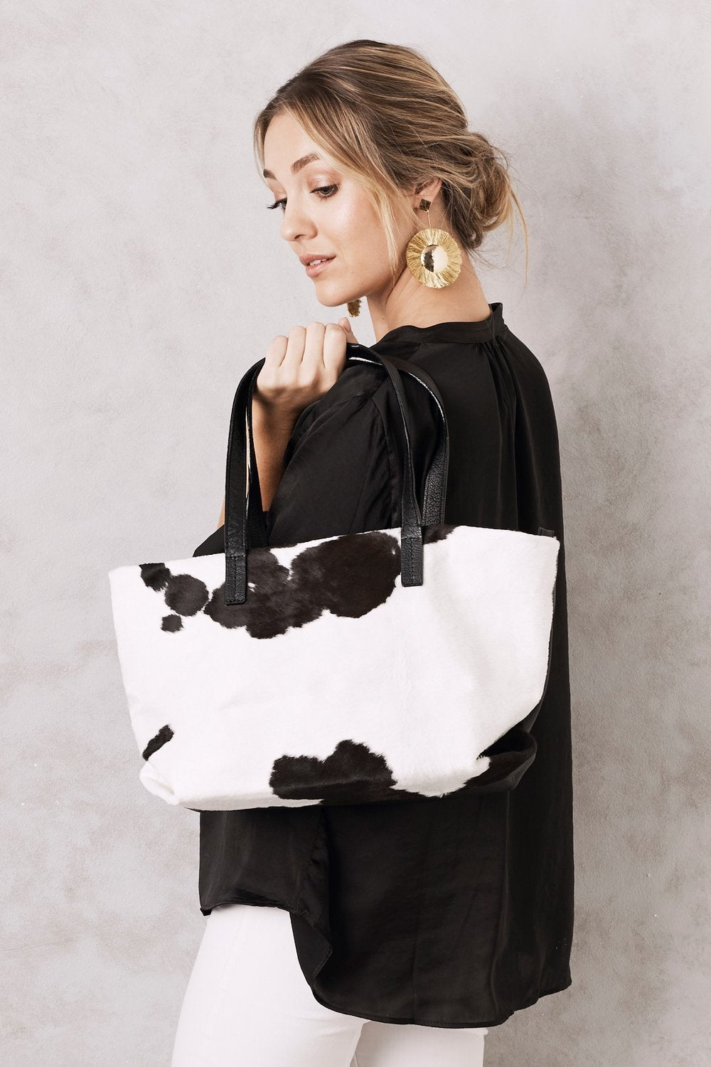 SHOPPER LEATHER HANDBAG BLACK AND WHITE COWHIDE