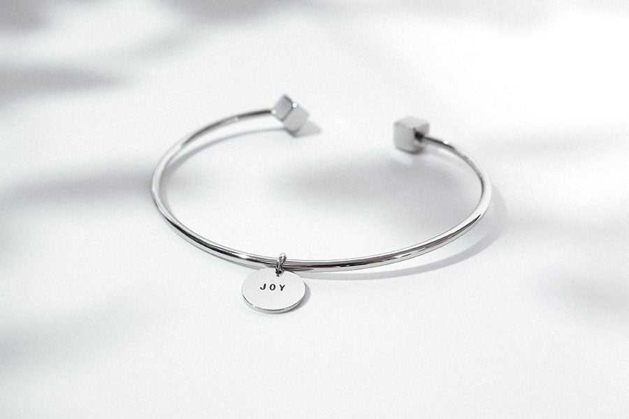 Cube bracelet jewelry with round pendant with engraved word joy