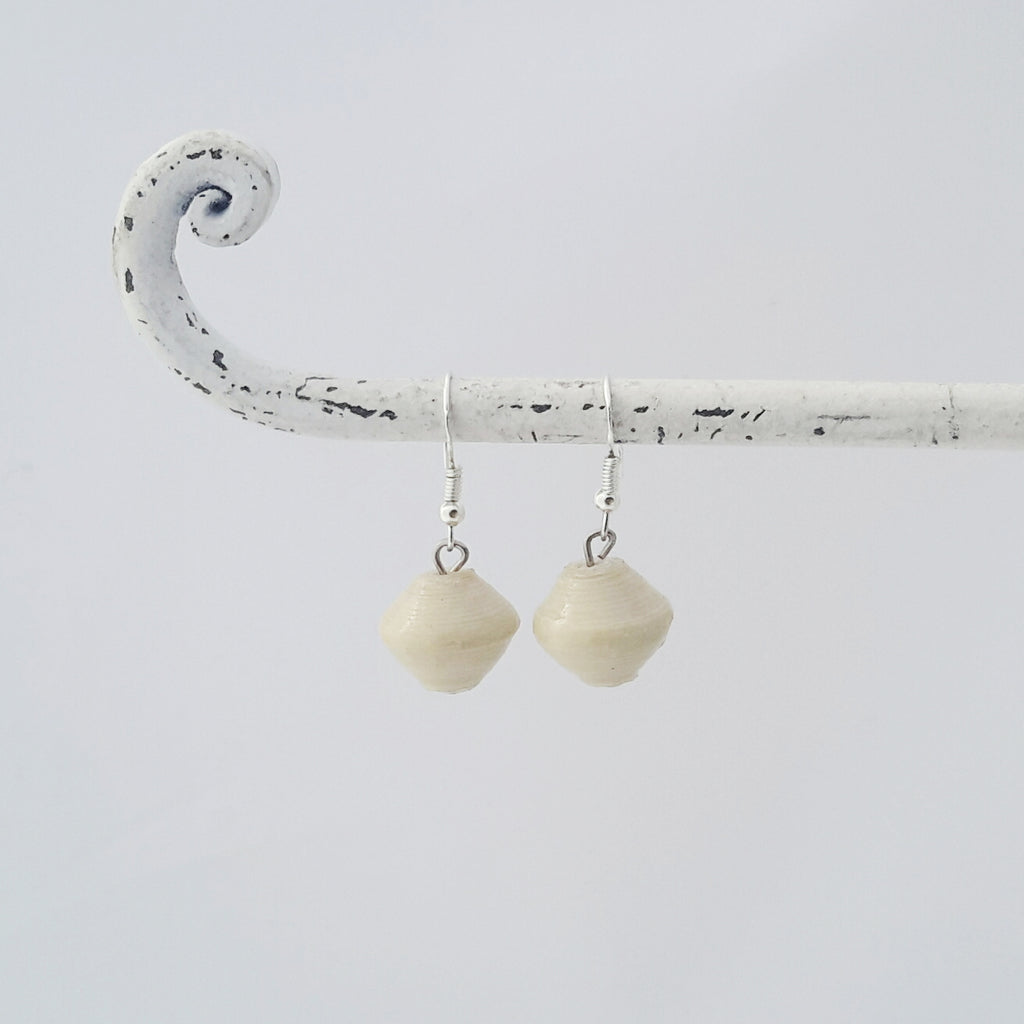 Natural white hand made ethical design paper bead earrings made out of recycled paper in Uganda by principles of fair trade, ethical and sustainable fashion, empowering women of post war area, by Finnish / Scandinavian brand, Agulu Paper Beads. Eettiset luonnonvalkoiset käsintehdyt design korvakorut, jotka on tehty kierrätyspaperista reilun kaupan periaattein työllistämällä kehitysmaan nasia.