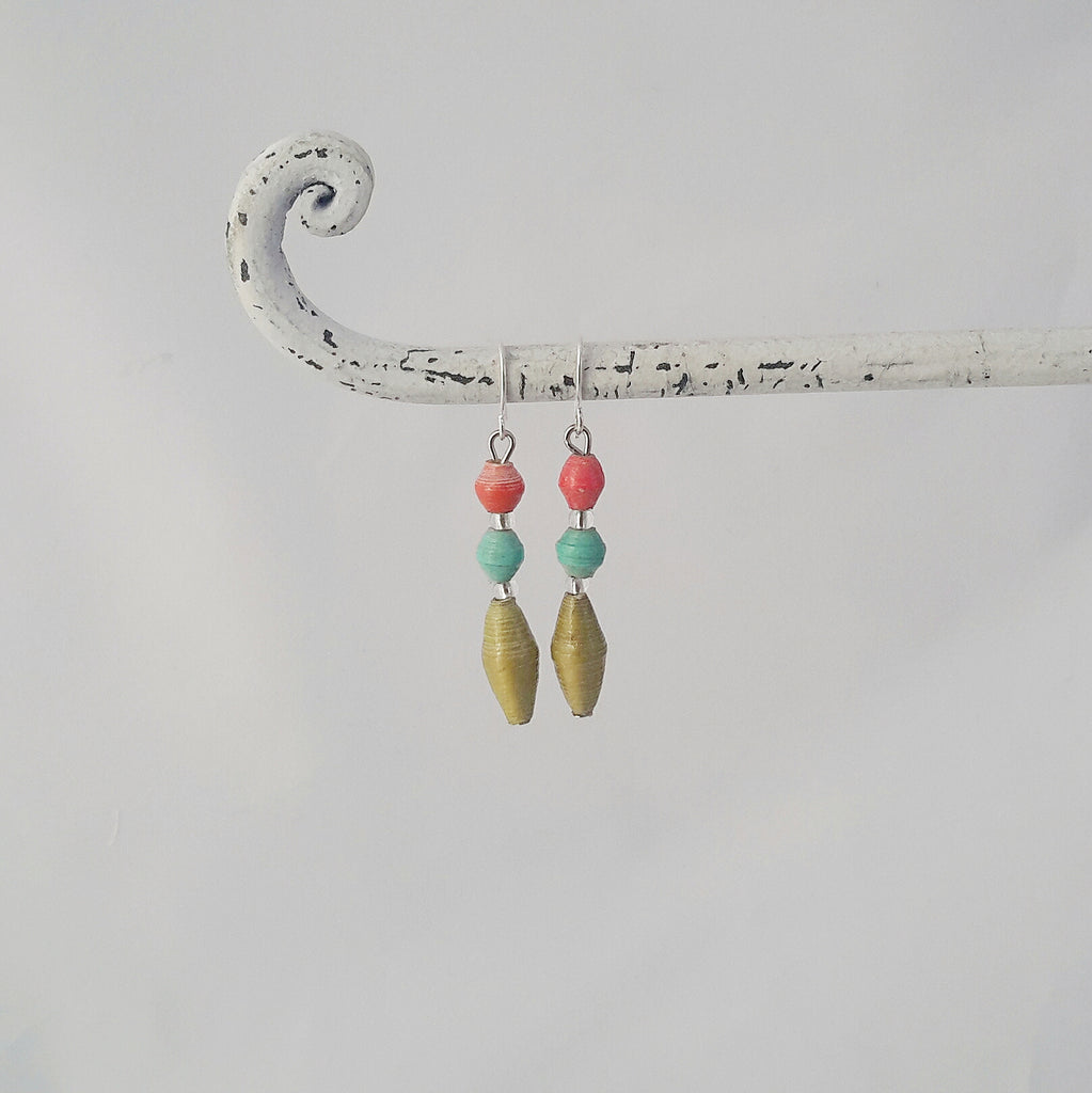 Hand made ethical design paper bead earrings made out of recycled paper in Uganda by principles of fair trade, ethical and sustainable fashion, empowering women of post war area, by Finnish / Scandinavian brand, Agulu Paper Beads. Eettiset käsintehdyt design paperihelmikorvakorut, jotka on tehty kierrätyspaperista reilun kaupan periaattein työllistämällä kehitysmaan nasia.