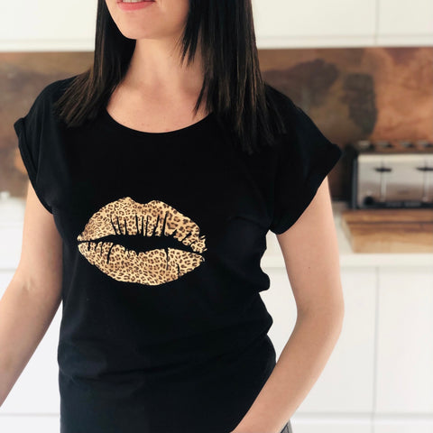 LEOPARD KISS t shirt