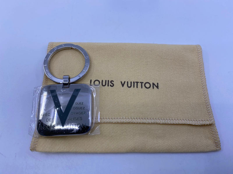 Voyages Keychain Gray