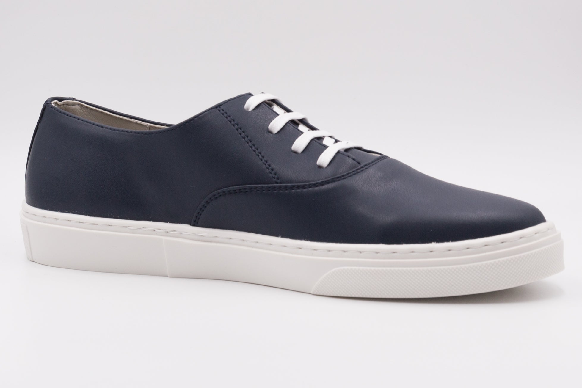 Vegan shoes from Paris, dark blue cruelty-free sneakers