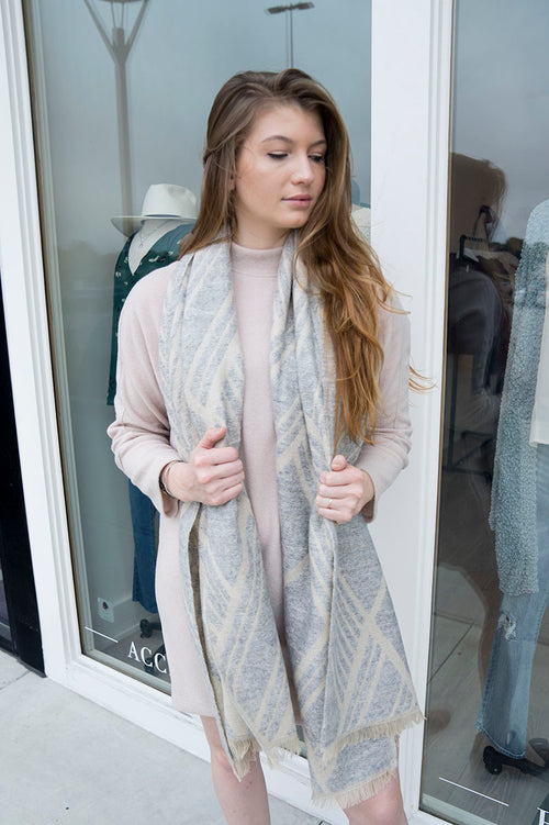 Geometric Pattern Scarf (Light Gray)