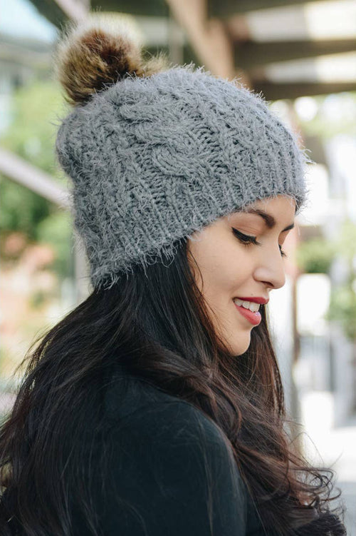Cable Knit Pom Pom Beanie (Gray)