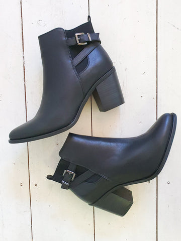 Skyla buckle boot- black