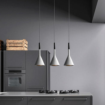 LAMPE SUSPENSION<br> EN MÉTAL NOIR
