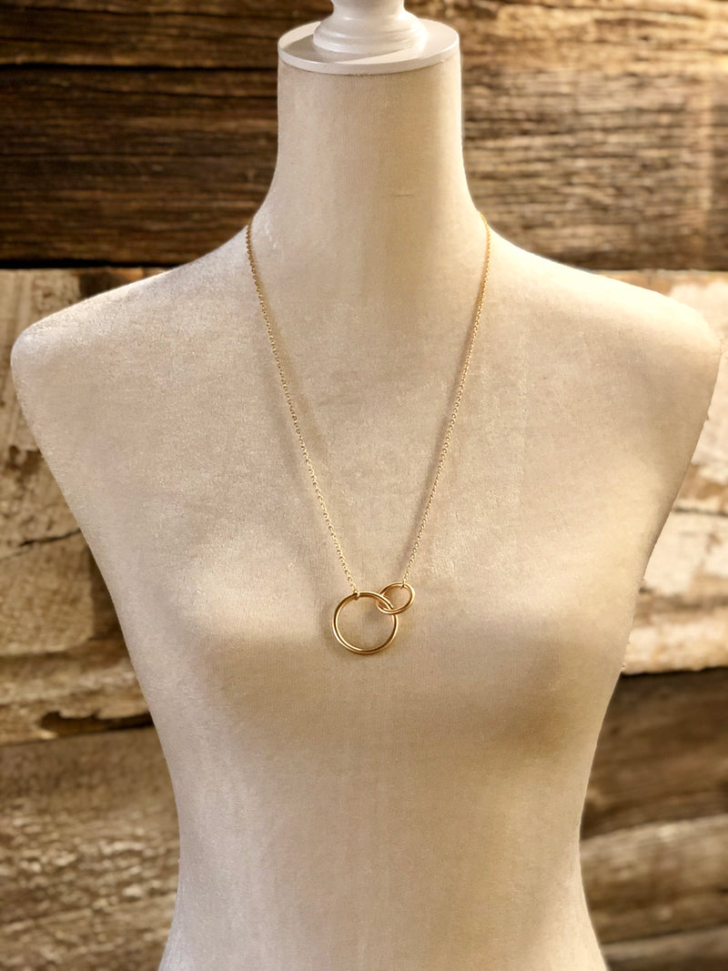 Circle Link Pendant Necklace