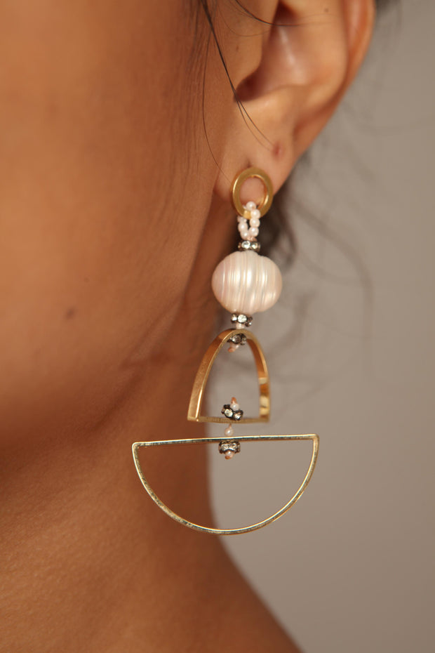 Full Circle Fresh Water Pearl Earring
