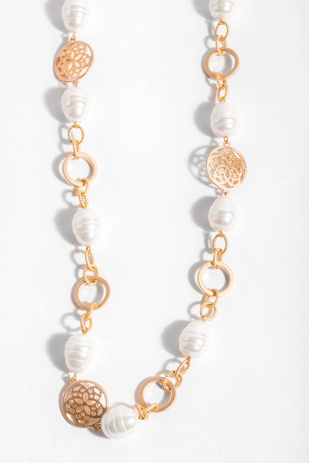 Medallion Pearl Necklace