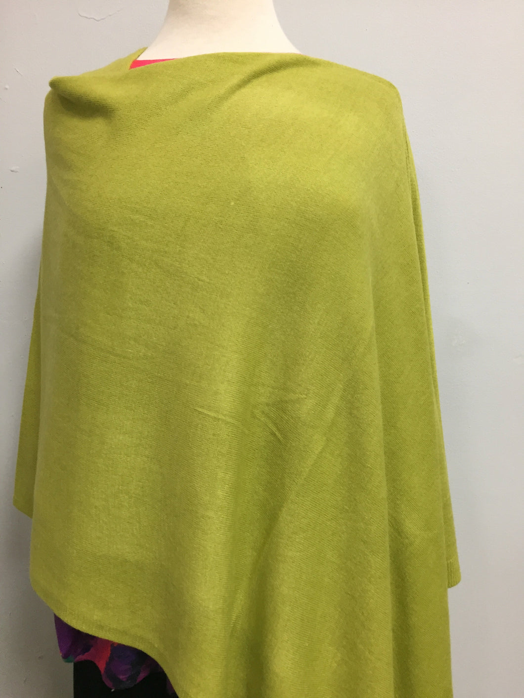 Poncho palm green lightweight acrylic