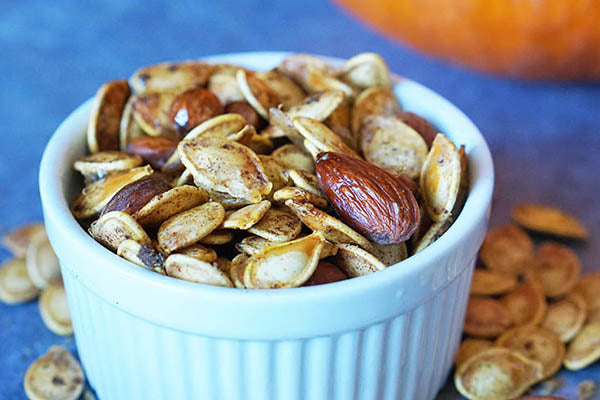 Late Night Snack: Curried Pumpkin Seed Trail Mix That'll Help You Sleep