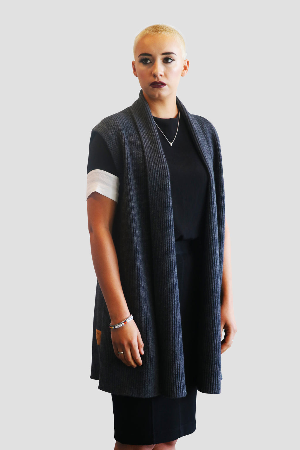 OVERSIZED WOOL & CASHMERE VEST Wear this soft to the touch Emma Chai oversized vest @EMMACHAIOFFICIAL @MO2THEEM