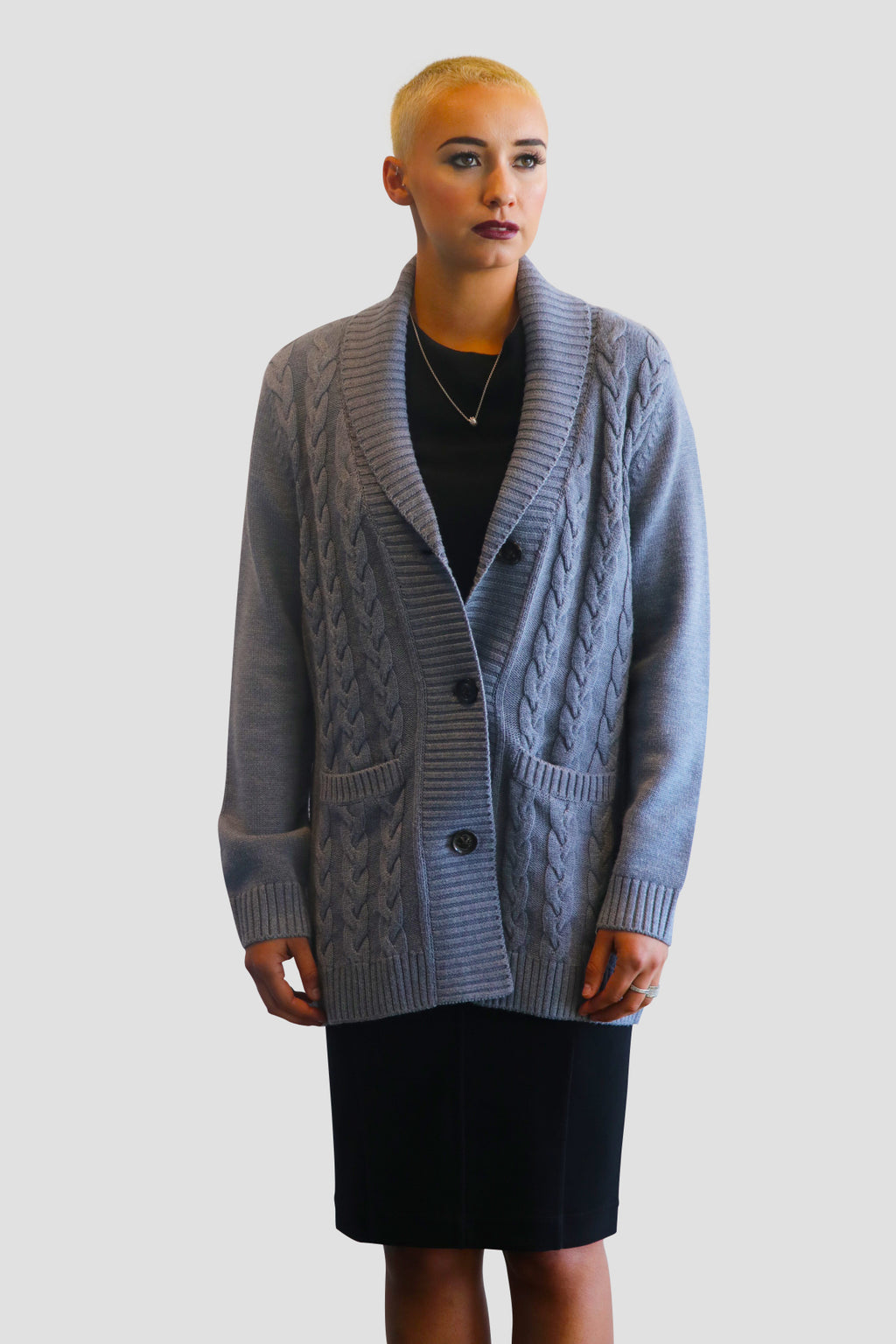 shawl collar GRAY CABLE KNIT WOOL sILK CARDIGAN Heavy knit wool-silk cardigan with pockets for women. Style this beautiful Emma Chai cardigan for a day to night look sweater pockets smartphones emma chai @emmachaiofficial @mo2theem