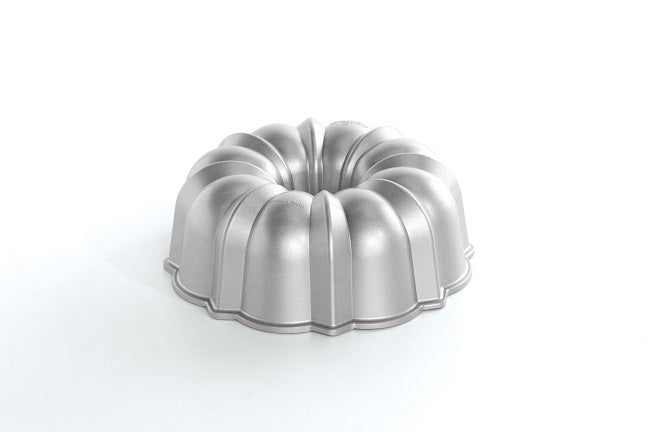 Nordic Ware Original Bundt 12 Cup Baking Pan, Pro Cast Collection