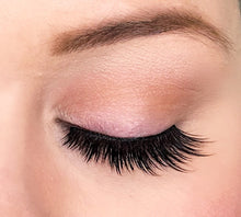 Dollhouse Lashes in style Goal Digger is a strong, full, staggered synthetic lash