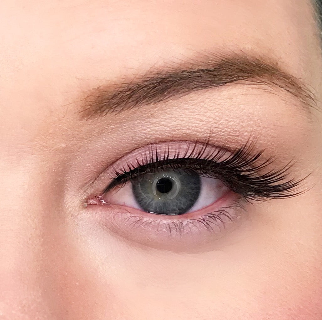 2522ecdec3f ... Dollhouse Lashes in style Goal Digger is a strong, full, staggered  synthetic lash ...