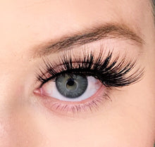 Dollhouse Lashes Silk Lash in Mogul is a staggered, dramatic, double-layered silk lash