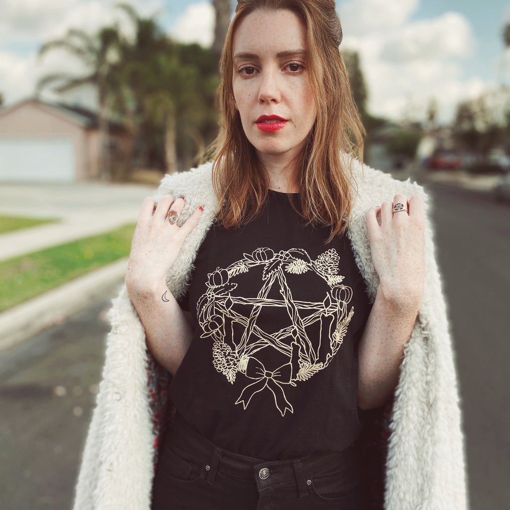 PENTACLE WREATH WITCH-MAS TEE
