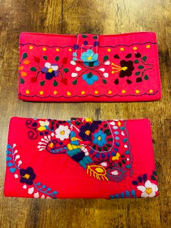 Artesenal Embroidered Wallet