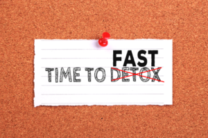 'Time To Fast Detox' on note paper pinned on the cork background.
