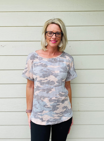 Round Neck, Short Sleeve Camo Print Knit Top