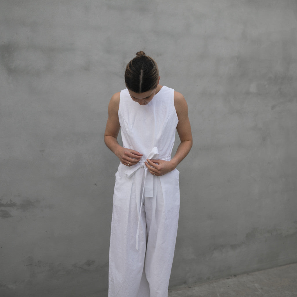 SLEEVELESS JUMPSUIT | LINEN