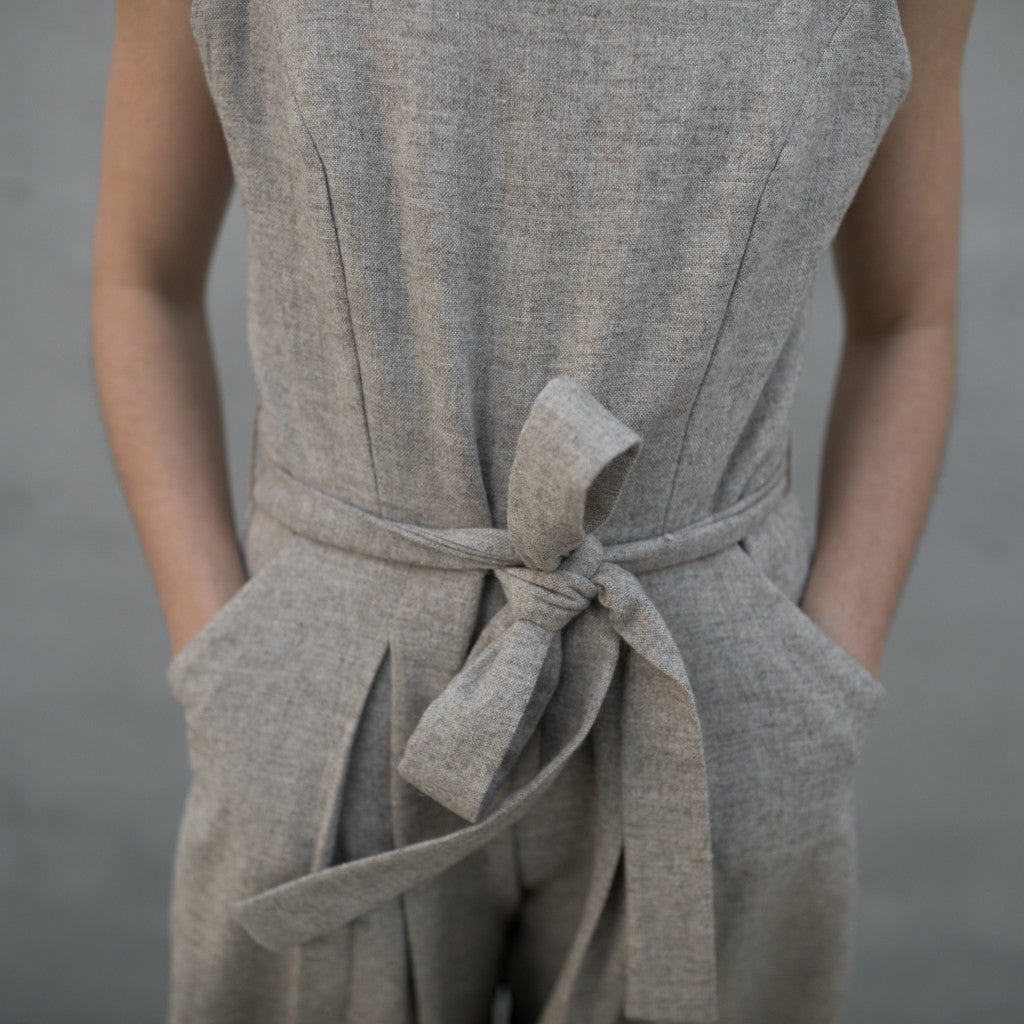 SLEEVELESS JUMPSUIT | STONE