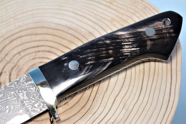 "Mr. Itou  IT-62 Drop Point Hunter ""5"" R2 Damascus Blade, Streaked Water Buffalo Horn Handle"""