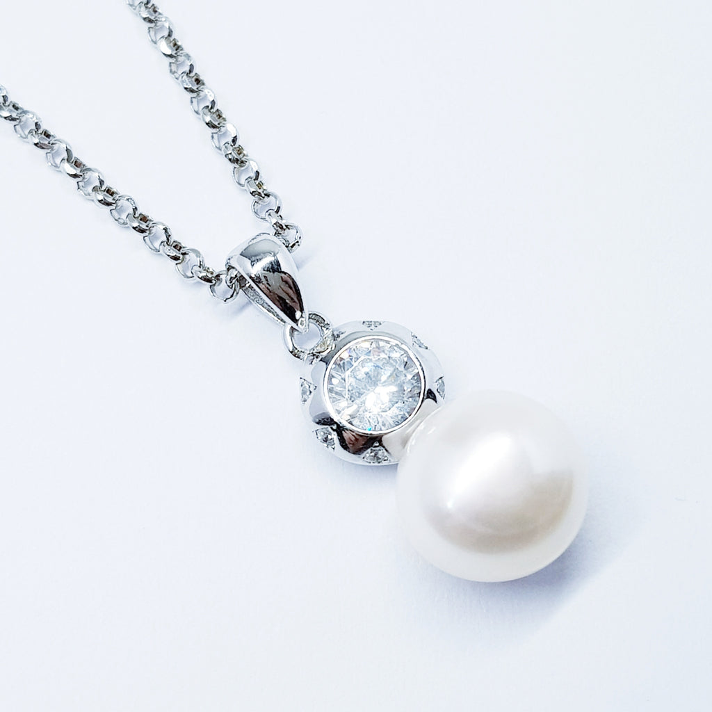 Sterling Silver necklace with natural freshwater pearl