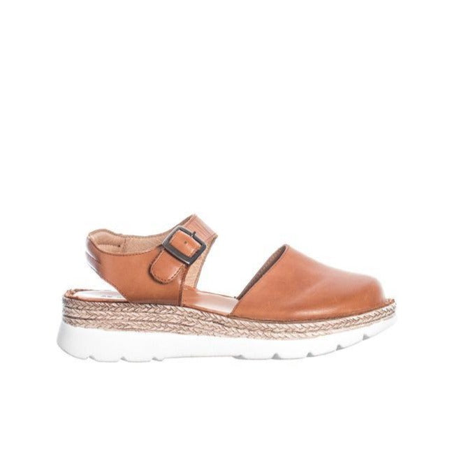 Closed Toe Sandals - Cognac
