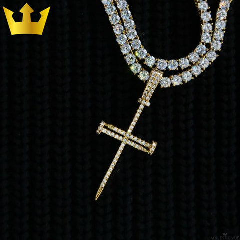 18K GOLD, 2x TENNIS NAIL CROSS. - MAJESTICVUE