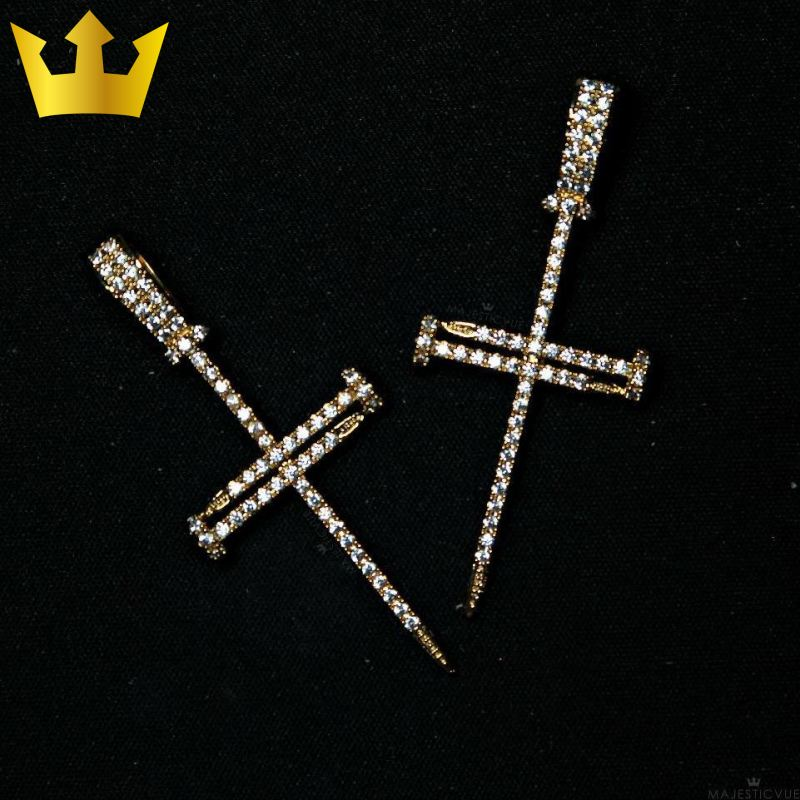 18K GOLD, NAIL CROSS. - MAJESTICVUE