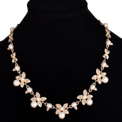Fathion Charming Pearl Flowers Plated Necklace